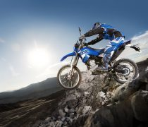 Wallpaper gratis de una espectacular prueba de motocross, en HD.